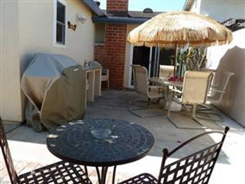 1-Story, 3BR Townhouse W/Attached 2-Car Garage, location de vacances à Fountain Valley