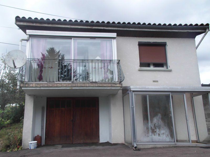 Nice house with terrace & balcony, location de vacances à Neuvy-Grandchamp