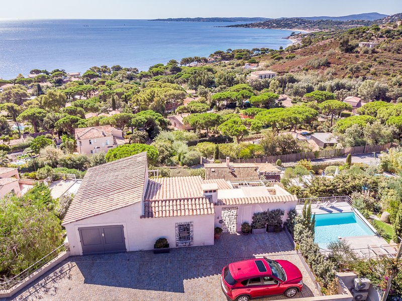 193048 villa, 4 bedrooms, partly airco, elevator, heated pool of 8 x 4 mtr., holiday rental in Sainte-Maxime