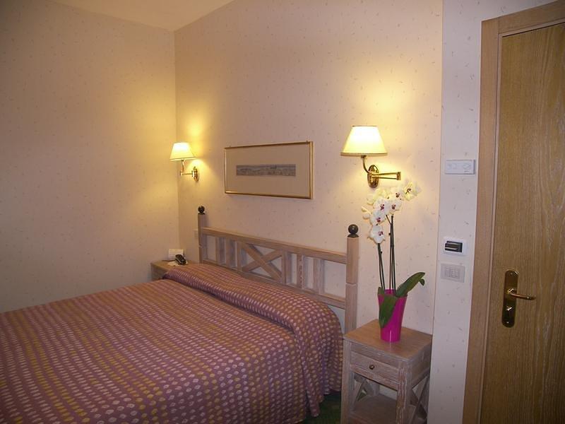Camera doppia larga nel verde vicino a Montecassino, holiday rental in Sant'Elia Fiumerapido
