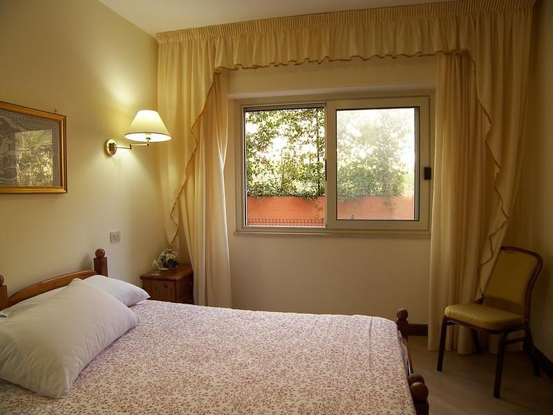 Camera per 4 nel verde vicino a Montecassino, holiday rental in Sant'Elia Fiumerapido
