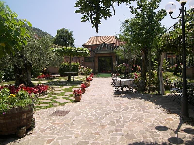 Camera x 3 Villa Des Reves nel verde vicino a Montecassino, holiday rental in Sant'Elia Fiumerapido