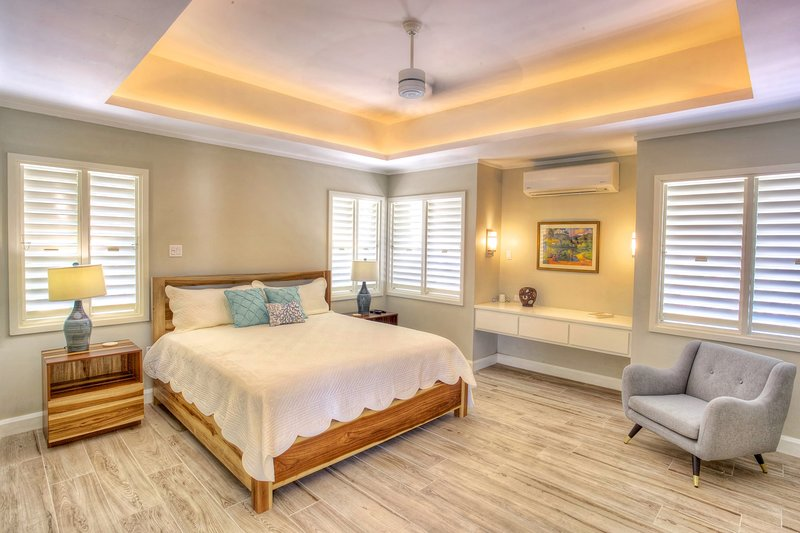 Walk to Beach, Cook, Spacious and Light Villa, 4 Beds, 3 Bdrms, (Dw47), vacation rental in Silver Sands