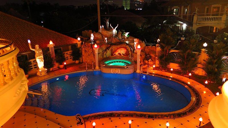 EMPIRELAND LUXURY VILLA PATTAYA - PRIVATE POOL, holiday rental in Pattaya