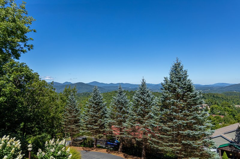 Stunning mountain views from the front decks