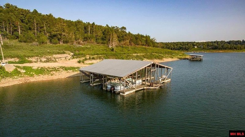 Cottage #3 morning sunrise of Bull Shoals Lake/ pets stay free/ boat dock/, holiday rental in Bull Shoals