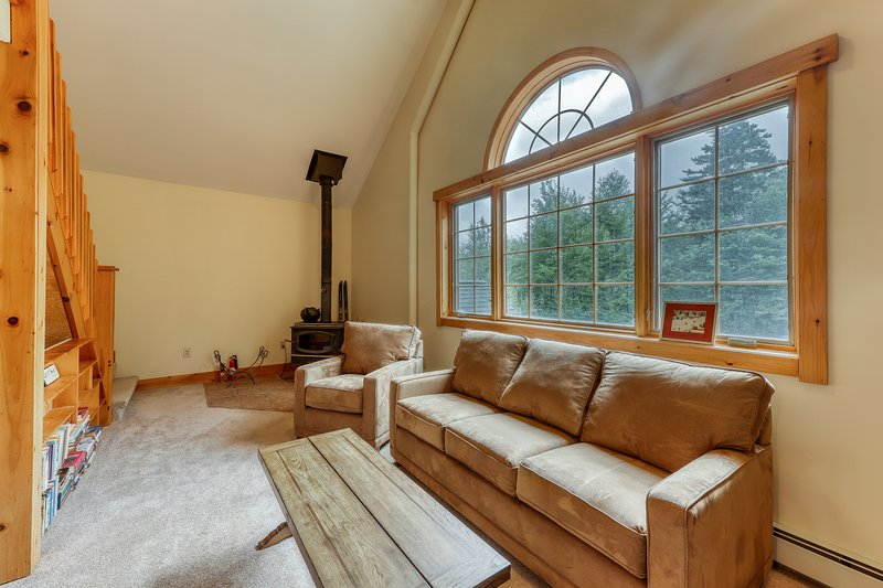 Comfy lodge style apartment w/ a loft, free WiFi, and full sized kitchen!, vacation rental in Fayston