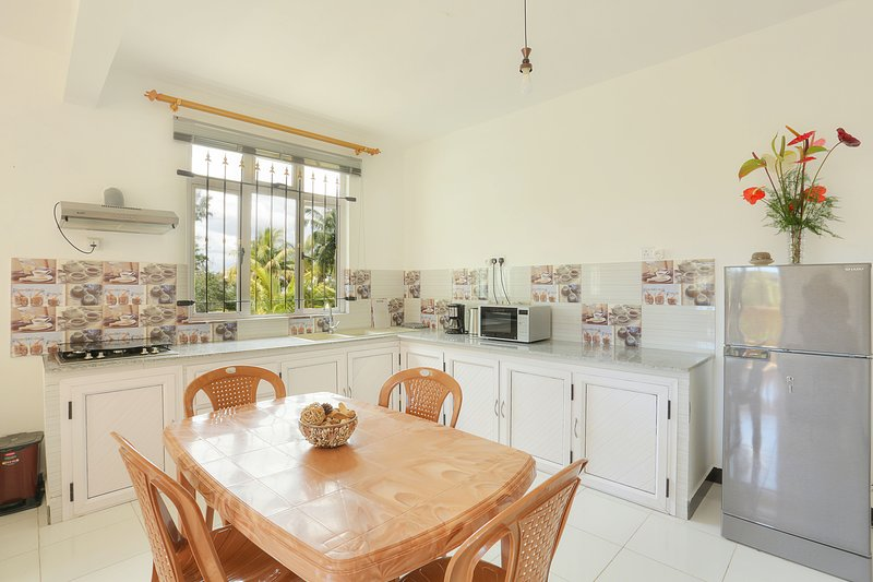 Fully equipped family friendly villa in Pereybere!, location de vacances à Grand Baie