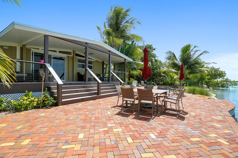 Spectacular, oceanfront, dog-friendly home w/ private pool & boat docks, holiday rental in Sugarloaf Key