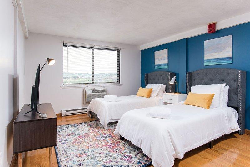 Private & convenient studio right next to T607, vacation rental in Boston