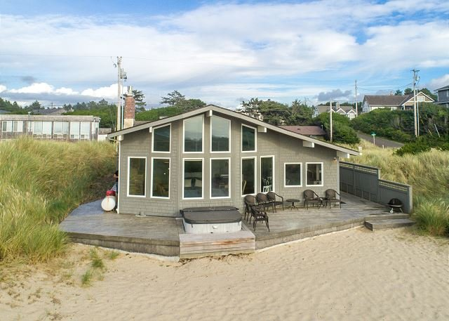 OCEAN BREEZE~Oceanfront w/hot tub and spectacular views!, aluguéis de temporada em Manzanita