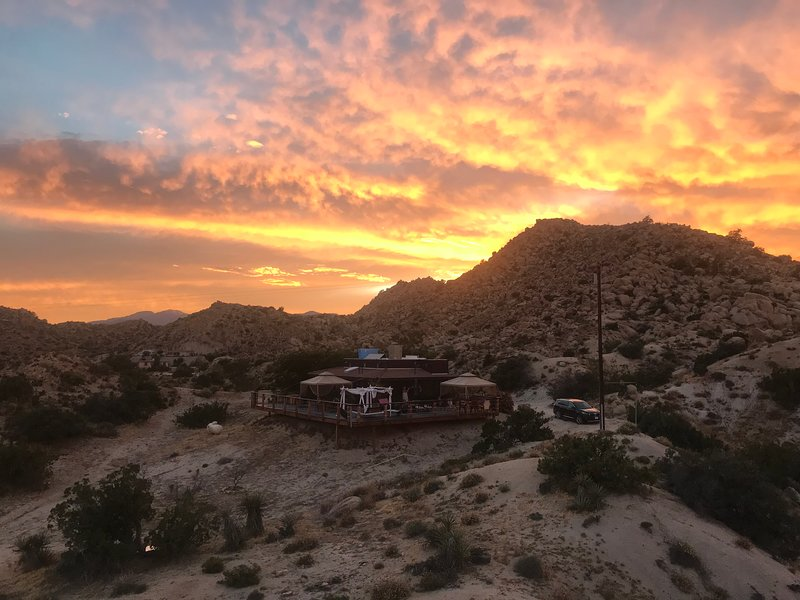 StarBeloved Temple Ranch - Secluded Boulder Estate Yucca Valley/Joshua Tree, location de vacances à Yucca Valley