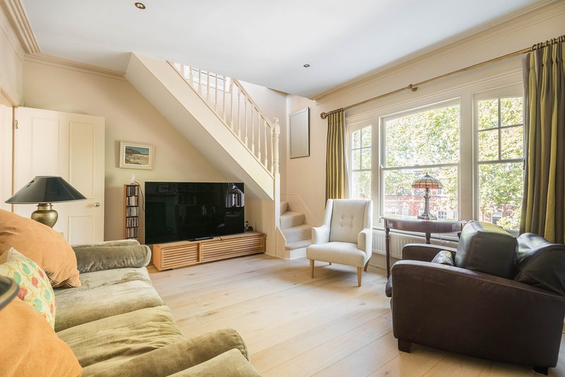 Charming Home in Leafy Parsons Green by UnderTheDoormat, Ferienwohnung in Chiswick