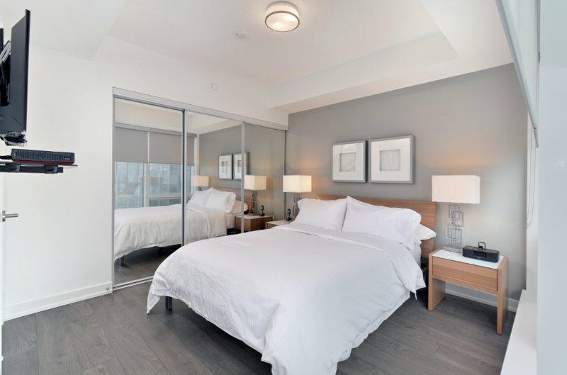 Ten York - 2 Bedroom/2 Bathroom Suite, vacation rental in Toronto