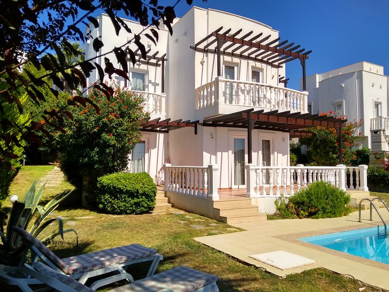 SEAVIEW VILLA WITH OWN POOL ONSITE AQUAPARK & MANY MORE FREE ACTIVITIES TO ENJOY, vacation rental in Bodrum