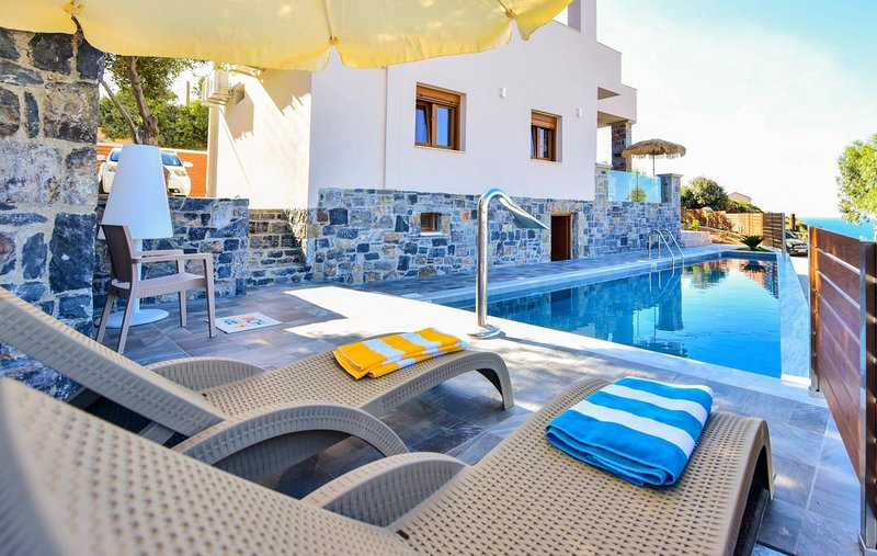 Panorama Sea Front Villa Private Pool, holiday rental in Ammoudi