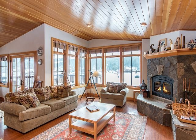 Massive Truckee Home on Glenshire Pond, vacation rental in Truckee