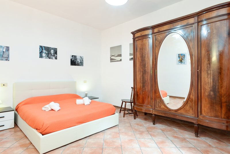 TRASTEVERE TIP - typical roman 900s, roomy, great location & atmosphere! Chalet in Rome