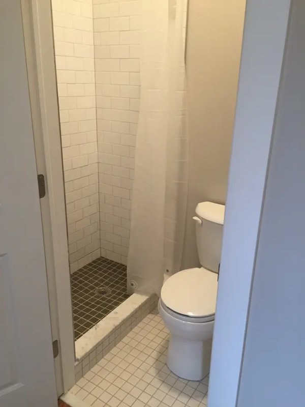 Banheiro recentemente renovado