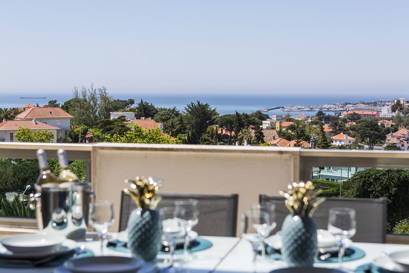 Estoril Queen's Apartment by The Getaway Collection, holiday rental in Joao do Estoril