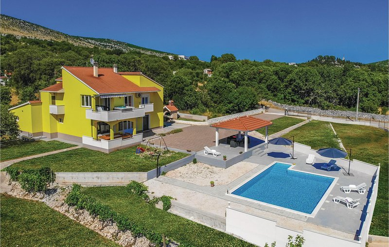 Stunning home in Primorski Dolac with WiFi and 4 Bedrooms (CDF333), location de vacances à Prapatnica