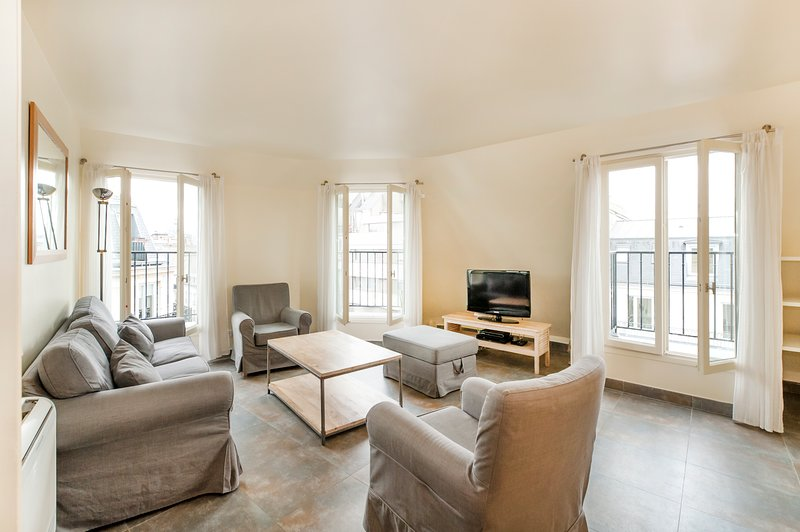 INSURANCE INCL. 2BD AC apartment in Saint Lazare, location de vacances à Paris