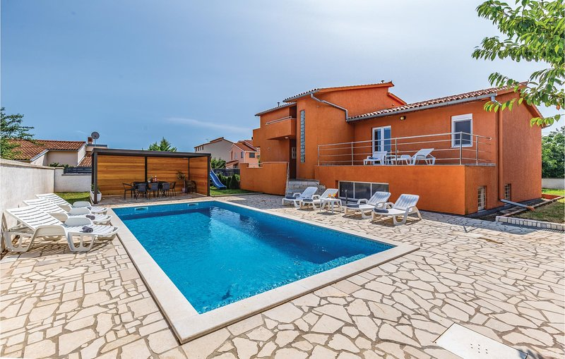 Nice home in Pula with WiFi and 4 Bedrooms (CIP785), holiday rental in Skatari