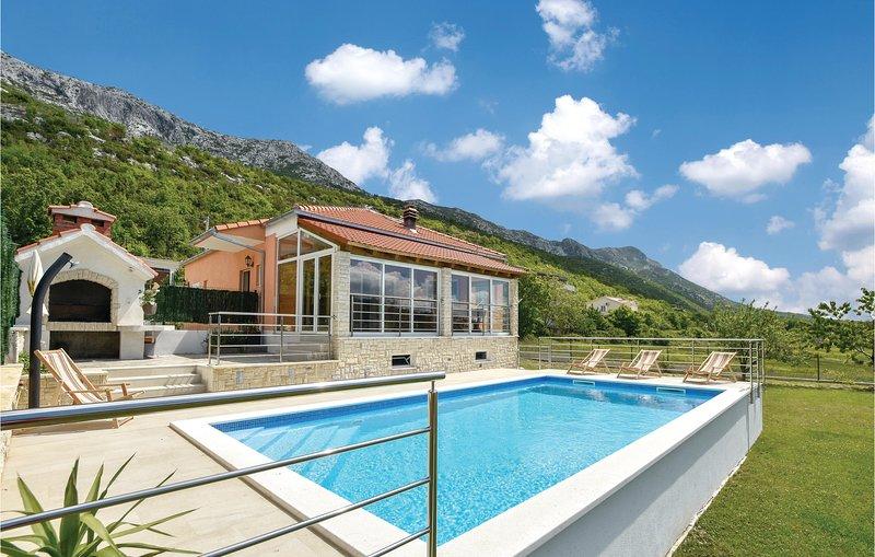 Beautiful home in Dubrava with WiFi, 3 Bedrooms and Sauna (CDE343), aluguéis de temporada em Kotlenice