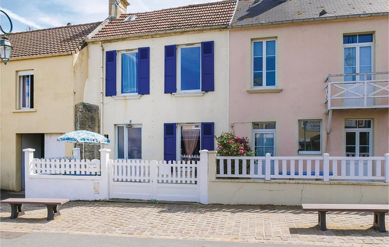 Nice home in Arromanches-les-Bains with 2 Bedrooms (FNC216), vacation rental in Saint-Come-de-Fresne