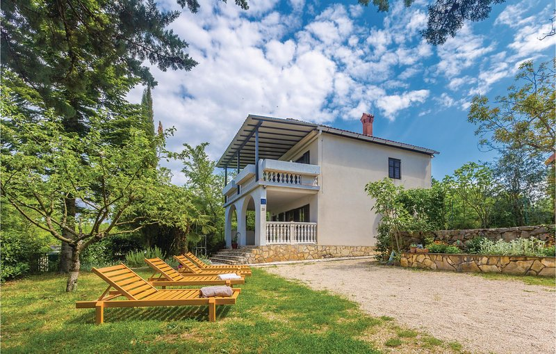 Nice home in Malinska with WiFi and 3 Bedrooms (CKK185), location de vacances à Polje