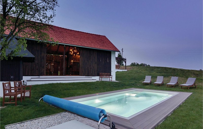Stunning home in Krizevci with Sauna, WiFi and Outdoor swimming pool (SPO142), holiday rental in Trautmannsdorf in Oststeiermark