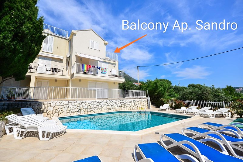 Modern,spacious 4 bedrooms ap. with pool, vacation rental in Cavtat