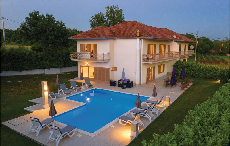 Stunning home in Bisko with WiFi and 5 Bedrooms (CDF274), aluguéis de temporada em Kotlenice