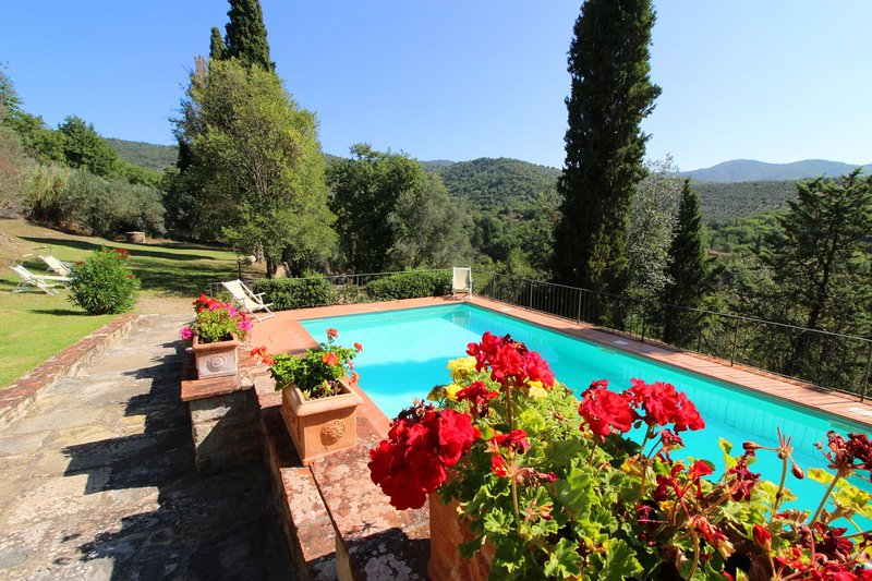 Sant'Enea Villa Sleeps 11 with Pool - 5813802, vacation rental in Pieve di Chio