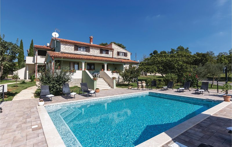 Awesome home in Kanfanar with WiFi and 1 Bedrooms (CIV641), casa vacanza a Golas
