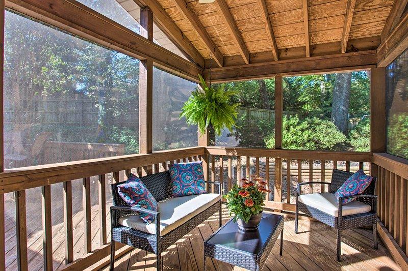Trascorri una mattinata sulla veranda protetta.