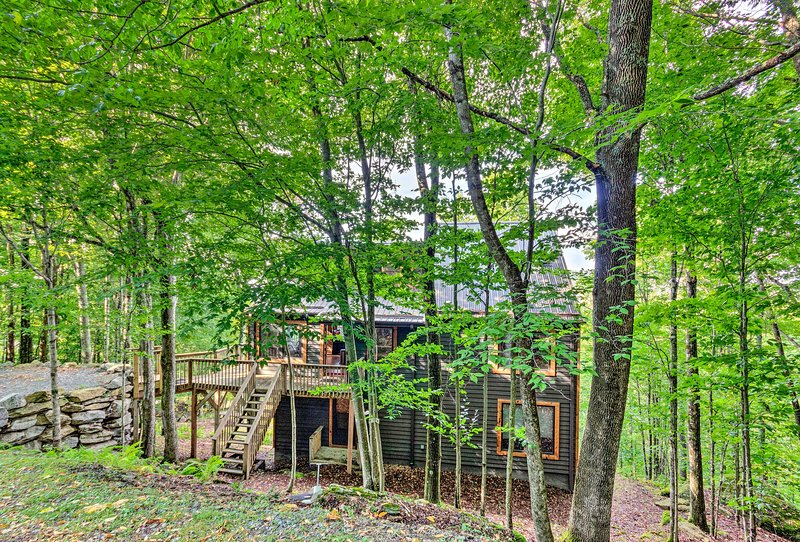 'Wild Daisy Den' is your quintessential Beech Mountain retreat!