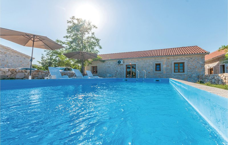 Nice home in Lisane Tinjske with Outdoor swimming pool, Outdoor swimming pool an, holiday rental in Polaca