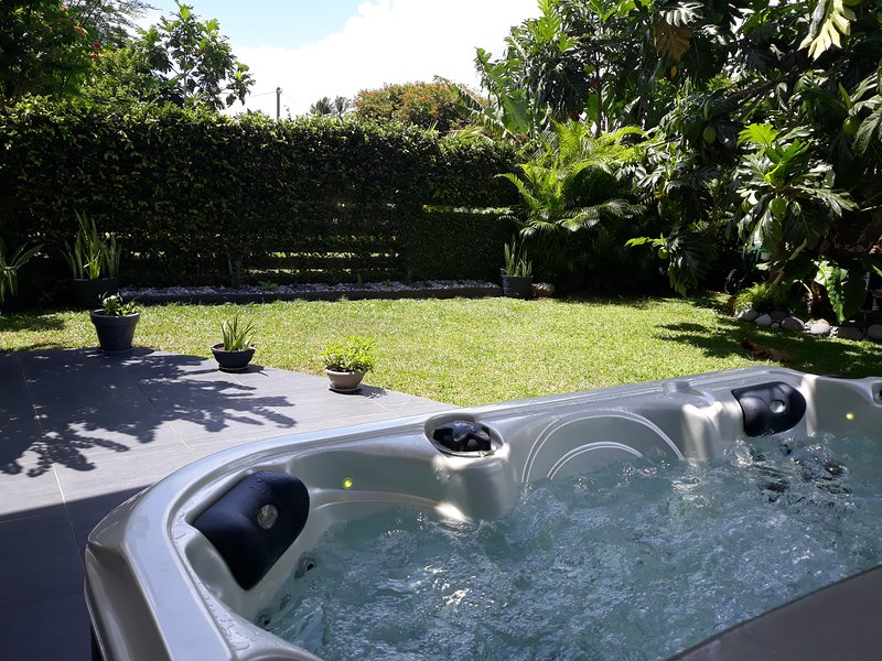 CAP Couleurs Rez de jardin & Jacuzzi / Location de voiture*, holiday rental in Lamentin