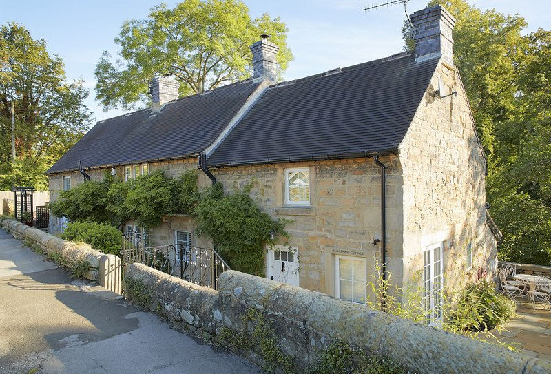 Bridge Foot Cottage, holiday rental in Calver