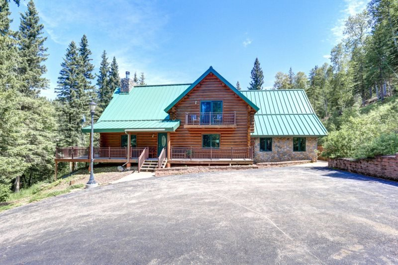 Bear Butte Gulch Lodge, holiday rental in Iola