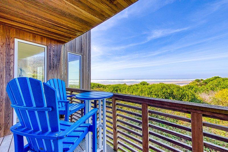 Dog-friendly oceanfront condo w/great ocean views, shared hot tub, beach access!, location de vacances à Rockaway Beach