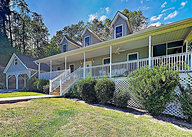 Charming Country Home w/ Hot Tub & Fire Pit -- Near Downtown Asheville, Ferienwohnung in Leicester