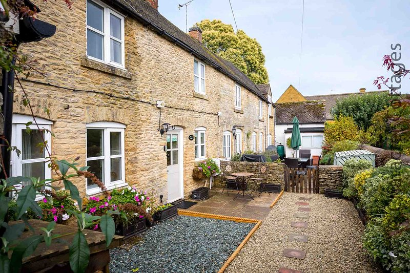 Primrose Cottage is a beautiful Cotswold stone cottage, with a lovely courtyard, casa vacanza a Stow-on-the-Wold