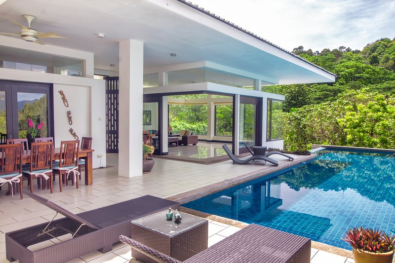 ★ Villa 4 ★ Private Pool ★ WOW Holiday Homes ★, vacation rental in Ayer Hangat