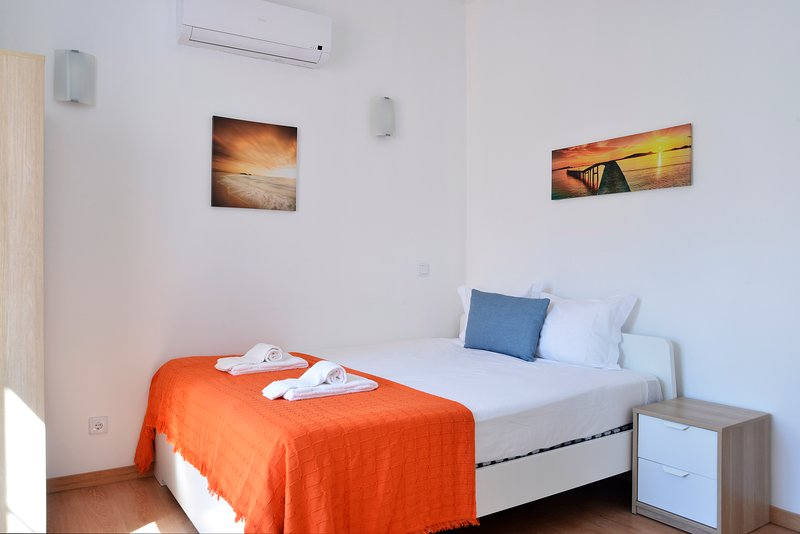 Oeiras 4 - beach 2BR, 15 min from Cascais and Lisbon, Ferienwohnung in Paco de Arcos