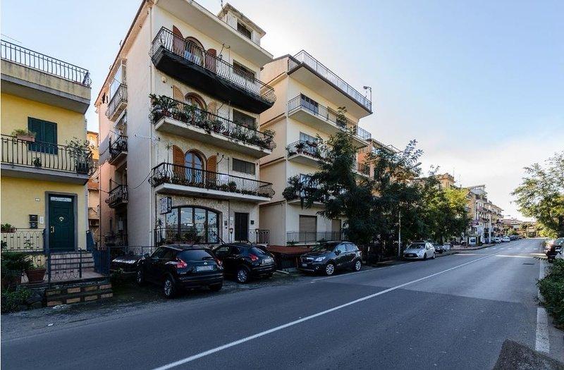 Nice apt with balcony & Wifi, holiday rental in Chianchitta
