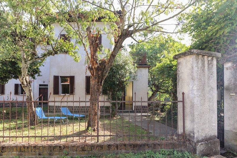 Casa Grea con jardín exterior y tumbonas