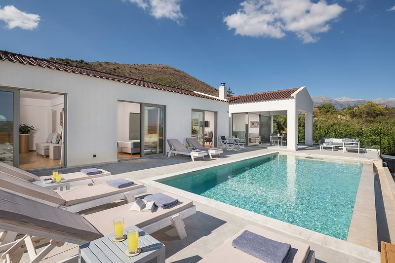Private Villa White Harmony with Heated Pool, vacation rental in Filippos