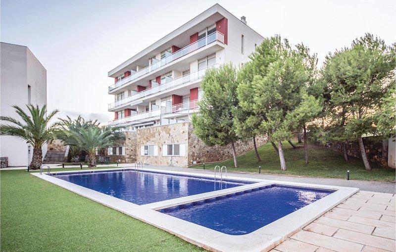 Amazing apartment in Oropesa del Mar w/ Outdoor swimming pool, Outdoor swimming, location de vacances à Benicasim